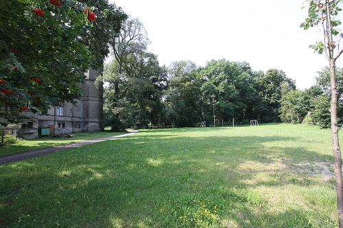1280px-17333_Dabrowka_wlkp_park_500