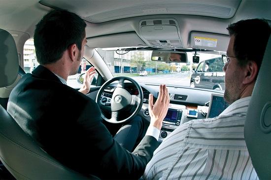 driverless-cars_02383226_550